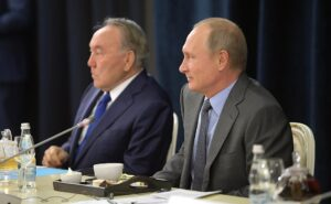 Video: Poetin ontmoet Duitse zakenmensen in Sochi