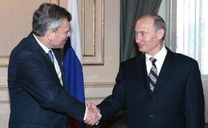 """De Hoop Scheffer: """"NAVO ging over rode lijn in Oekraine"""""""