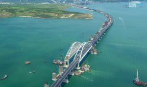 Rusland opent brug naar de Krim