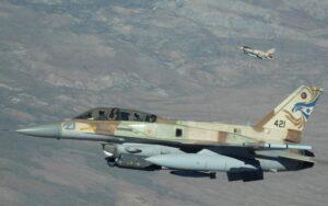 Israël voert grote raketaanval uit op Syrië