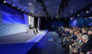 """Poetin: """"Rusland zal alleen kernwapens gebruiken als vergeldingsmaatregel"""""""