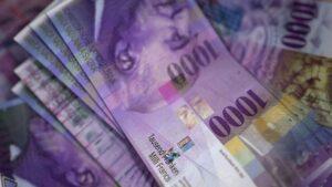 Zwitserland leent tegen negatieve rente