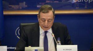 """Draghi: """"ECB moet nieuwe ideeën als MMT bestuderen"""""""