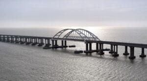 Rusland opent spoorbrug naar de Krim
