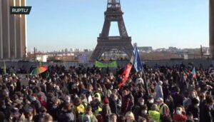 Fransen demonstreren tegen veiligheidswet