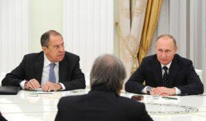 """Lavrov: """"Rusland en China moeten minder afhankelijk worden van de dollar"""""""