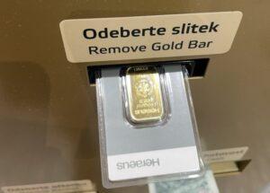 Deze automaat wisselt geld om voor goud
